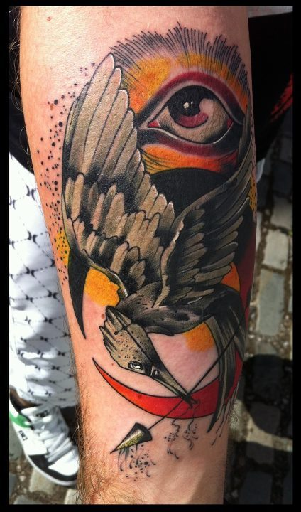 dermagraphique:  tattoosforpassionnotfashion:  done by phil wilkinson  Remember that one time I posted that shitty mockingjay and didn't know what it was but it didn't matter because it was still shitty?? WELL HERE'S A KICK ASS ONE.