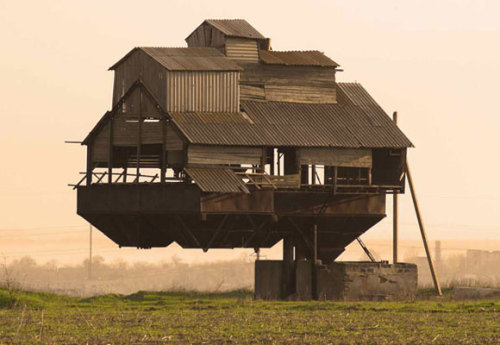 wnycradiolab:  The floating farmhouse, from Atlas Obscura's 7 Buildings That Defy the Laws of Physics.