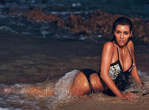 Kim Kardashian tweets a photo of her on vacation. Kim, we get it, you're gorgeous!!