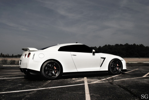 automotivated:  Godzilla II (by SG | photography)