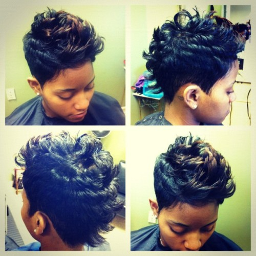 My client Camille with her fresh Mohawk! You can achieve a cute Mohawk without shaved sides! 😁 #thehairazor #shorthair #womenshairstyles #hairstyles (Taken with Instagram at www.TheHaiRazor.com)
