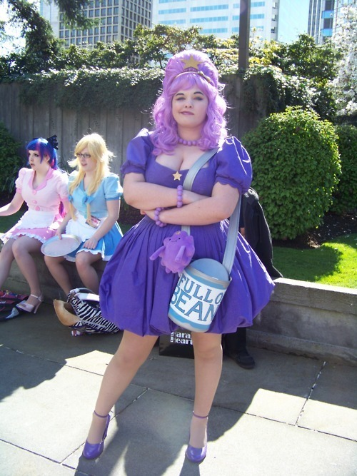 bloodgutsandangeldelight:  I'm going to be cosplaying as LSP at the London Comic Con in October! I've have most of my outfit planned out, but does anyone know this cosplayer or have her deets/tumblr?  Her bag is perfection and I want to know how she made it. Actually, if anyone thrifty has an idea on how I could make it, I'd love to hear from you too <3