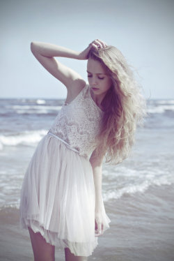 blingblinghair:  beach, lace
