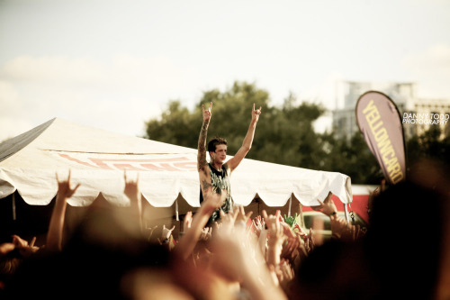 dannytodd:  Austin Carlile - Of Mice & Men - Vans Warped Tour 2012