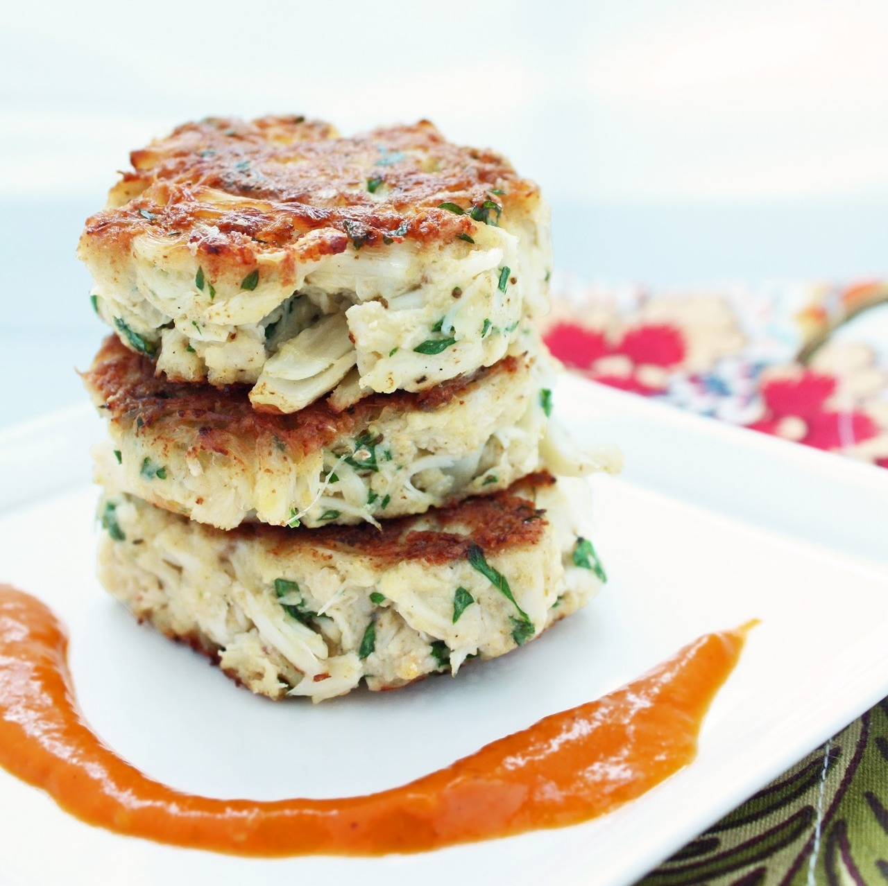 (via I Breathe… I'm Hungry…: Low Carb Crab Cakes w/ Roasted Red Pepper Sauce (GF))