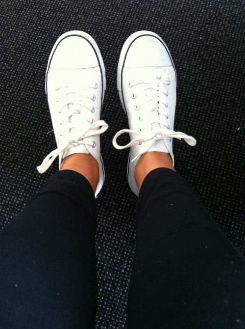 lapetite-princess:  I need new white converse… Damn