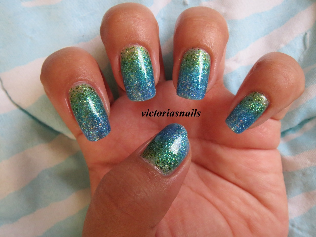Glitter gradient nails! I could not for the life of me capture the colors & true beauty of this with my camera, but I promise that it looks 10 times better in person! I legit cannot stop staring at my nails. Lol. As soon as I saw PackAPunchPolish's tutorial for these, I knew I had to try them, especially since I happened to have all the same polishes she used in the tutorial! You can watch her tutorial HERE! Colors used:  Sinful Colors - Love Nails, Call You Later, Hottie, Nail Junkie
