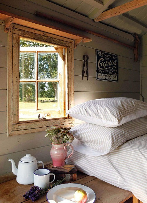 rustic beauty (via sans head board)