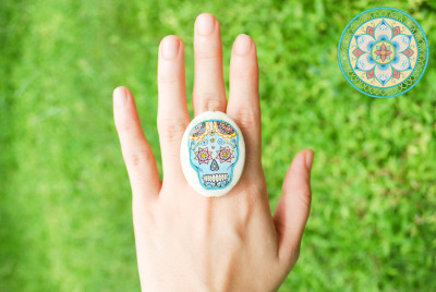 soulflowerdesigns:  Hand-drawn Dia De Los Muertos Skull ring ONLY $6.70. See more rings here.  For orders, e-mail us at soulflower.designs@gmail.com. :)  WE PROVIDE WORDLWIDE SHIPPING!  Click here to view our shipping rates.  Postage fee to the U.S. is $5.95 for packages 100g and below. Payments can be made via PayPal.  ONLY ONE ITEM AVAILABLE PER DESIGN. ORDER NOW!