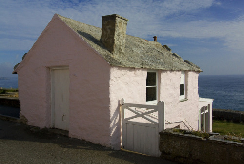 pie-nya:  cornish pink cottage (by Colin Watt)