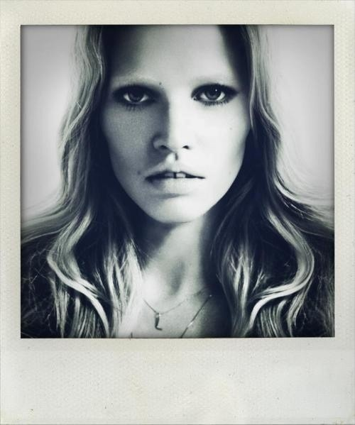 Lara Stone: Piercing smokey eyes