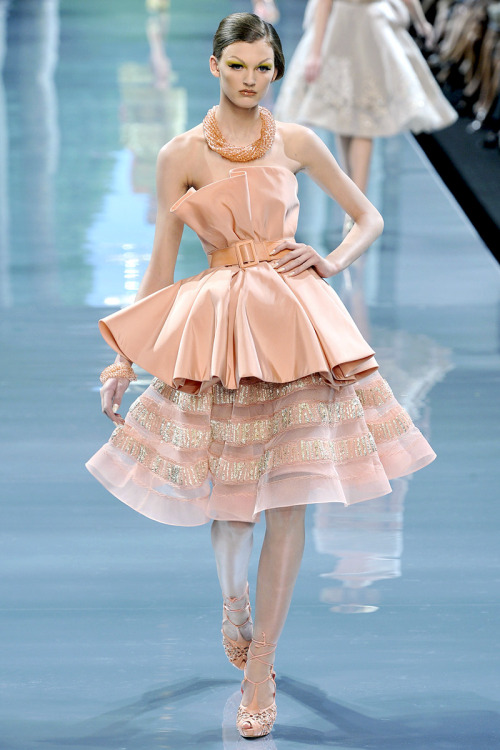 fromobscuretodemure:  Ali Stephens at Christian Dior Haute Couture F/W 2008-09.