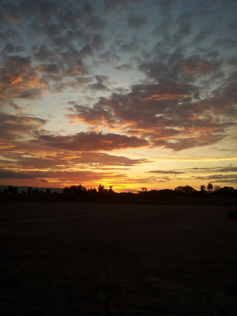 ellobofilipino:  layadiokno:  Sunset at Cagayan de Oro, Philippines  And suddenly I miss the city…
