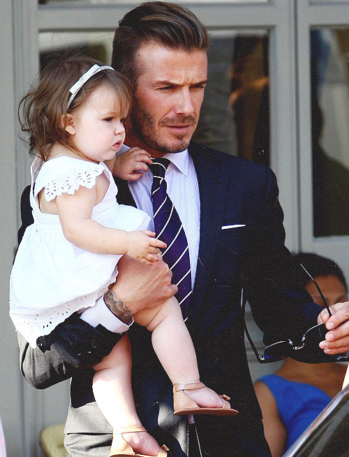 vogueandcoffee:  Harper and Becks.   The Look of Love. Too cute!