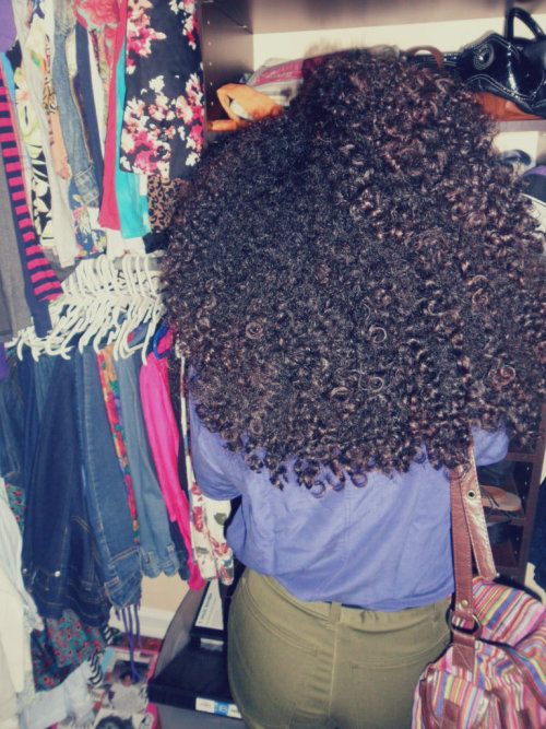 omfgitsdanii:  Curly hair girl rule (Y)