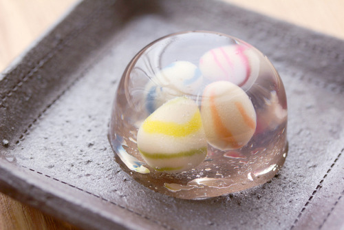 fuckyeahjapanandkorea:  a seasonal jelly dessert by toraya and mint designs. (by hanabi.)