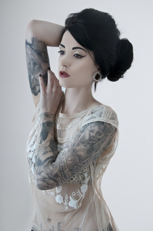 tattooed beauty in lace.  I just love the contrast of a vintage beauty with a body covered in ink. Unconventional beauty!!!