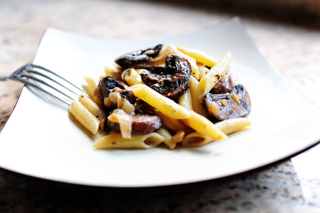 (via Pasta with Whiskey, Wine, and Mushrooms | The Pioneer Woman Cooks | Ree Drummond) Thank God for Facebook stalking or I would have never found this recipe. :D Mmmm whiskey, wine and mushrooms pasta.