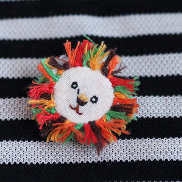 DIY Embroidered Lion Button from Small Good Things. Really easy and cute. To make this into a tiny brooch, ring or pendant just glue the appropriate jewelry finding onto the back.