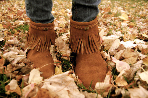 delicate-dreamland:  lovely boots<3