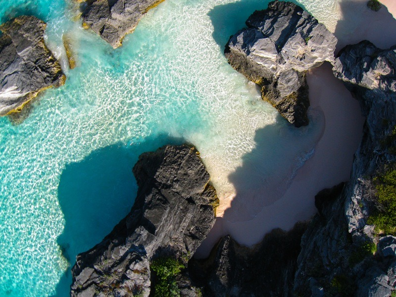 Rocky shores and coral sands at Bermuda's Horse Shoe Bay. (via)