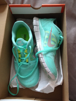 incandescen-ce:  I love these so much. I have the flex runs in neon coral, but I want a pair of the free runners in this color