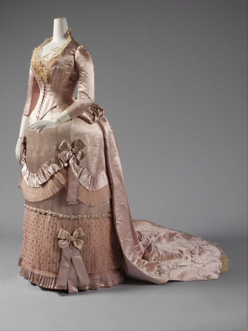 fripperiesandfobs:  Worth dress ca. 1888 From the Metropolitan Museum of Art