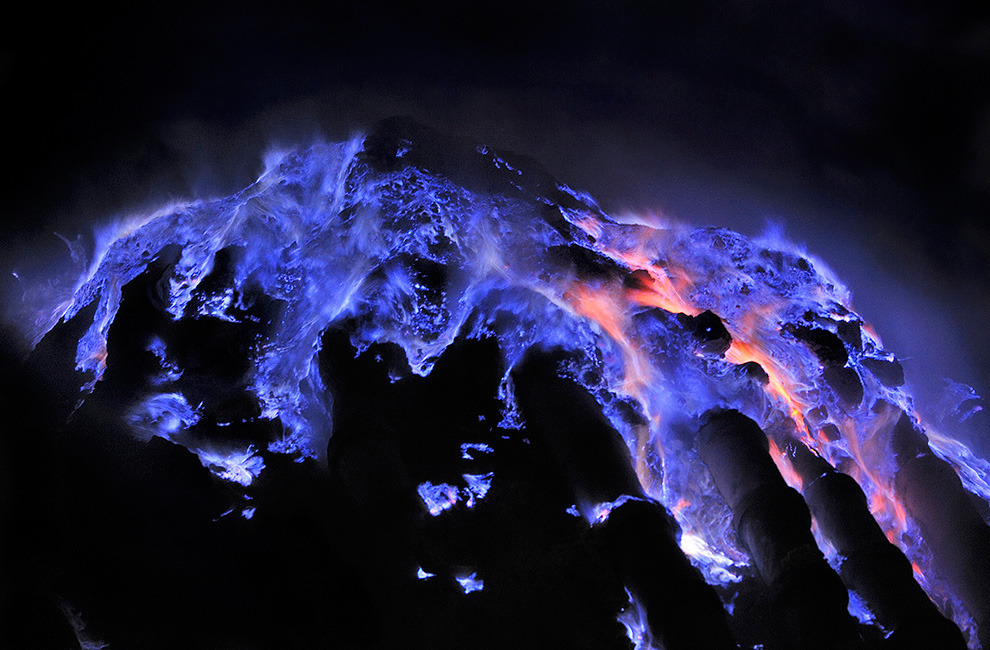 twofishareinatank:  no photoshop, just molten sulfur that has caught on fire
