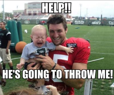 shakym:  hellyesdaviddecastro:  LMAO  funniest one yet  We all know Tim Tebow can't throw anything
