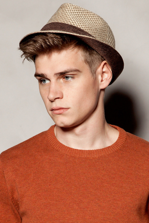 strangeforeignbeauty:  Ralf Javoiss | Pull & Bear
