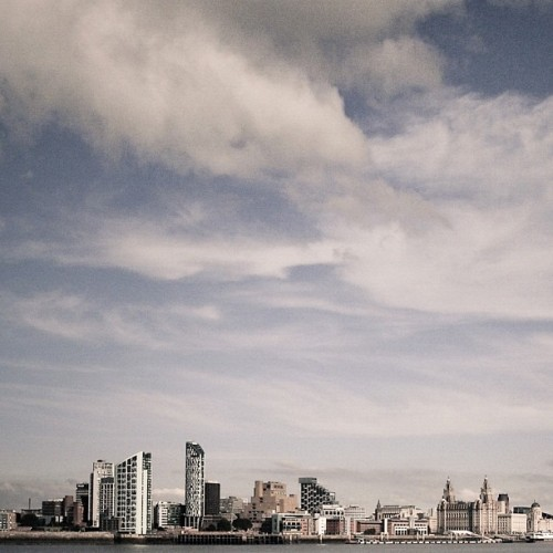 #liverpool #skyline very difficult to get something new on this especially as two of my very good friends are both amazing photographers and this is their daily view. Sadly the view from my side of the river is no where near as good, sort your skyline out Birkenhead! (Taken with Instagram at Liverpool)
