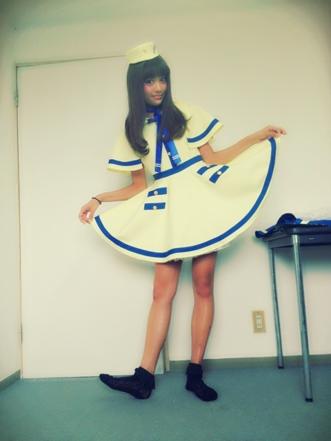 Naomi wearing the new uniform for PASSPO's next single! Announced last night on the last leg of their ZEPP tour in Tokyo, PASSPO's new song will be performed for the first time on August 26 at Yomiuri Land.