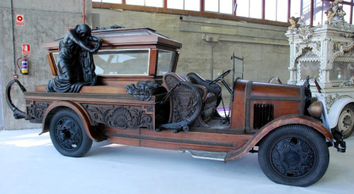 steampunkvehicles:  Hearses of the 1920s from Spain via Justacarguy I'm stunned.  I'm absolutely awed by the beauty and craftsmanship and my heart is broken that the world has turned away from it all.  Look at the springs!  OMG, these are gorgeous. I'd drive any of the ones without glass coffins as my real car.