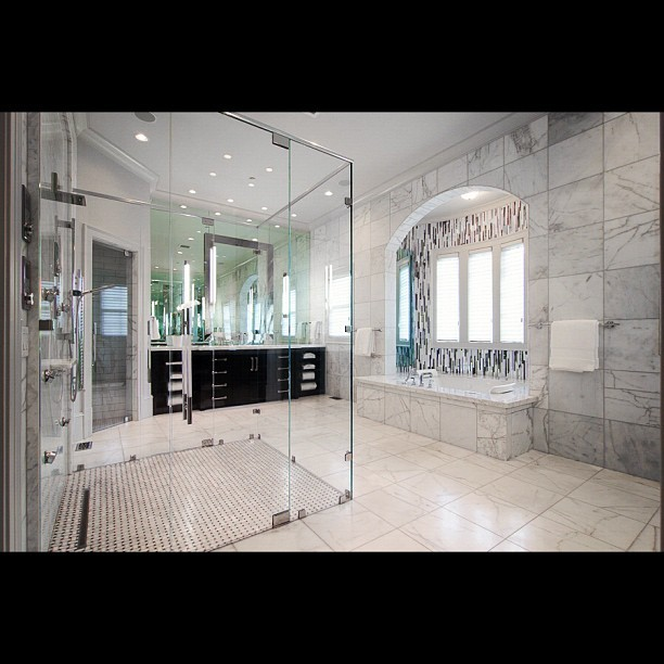 Now this is a spa like master suite! #master #bathroom #money #luxury #mansion #marble #bath (Taken with Instagram)