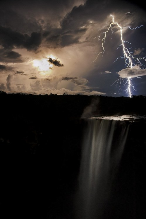 mentalalchemy:  This is the striking moment when a lightning bolt appeared to shoot straight through a cloud over the breath-taking Kaieteur waterfall. The stunning photo was taken by Robert Harding next to the 820ft high waterfall in the former British territory of Guyana, South America.