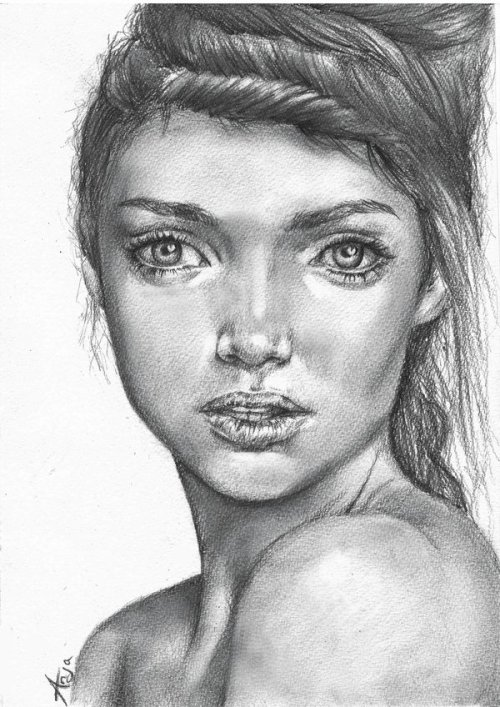 Girl with huge eyes - drawing
