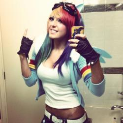 getwreckedonmusic:  Jessica Nigri and her Rainbow Dash cosplay <3 :)