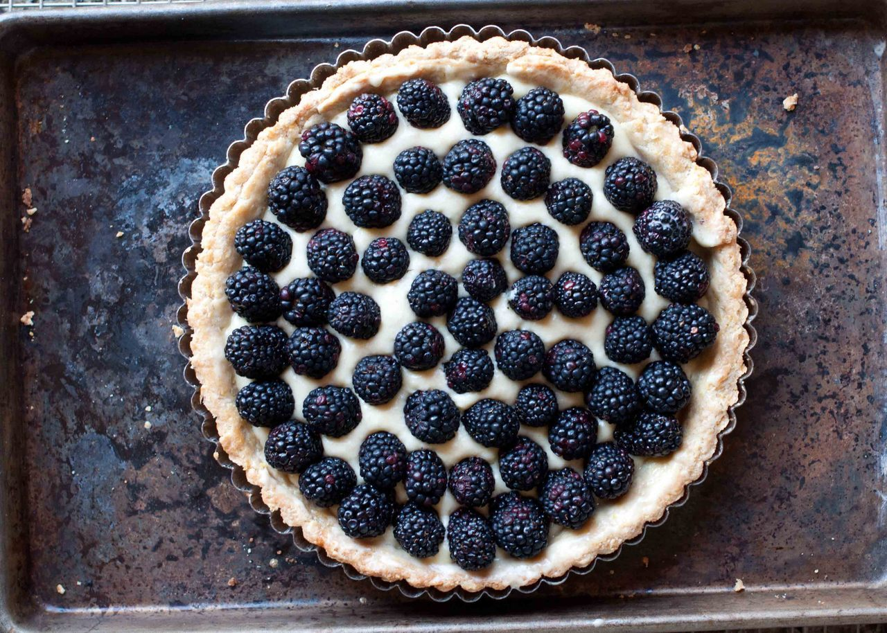 lindasinklings:  blackberry tart.