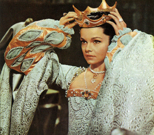 Genevieve Bujold as Anne Boleyn in Anne of the thousand days (1969) Source: www.virtual-history.com