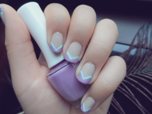 i-am-infinitely-nails:  Nude vs Brights angular design. Summer trend nails.