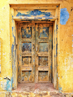 Indian door Madurai (by Adamjasonmoore)