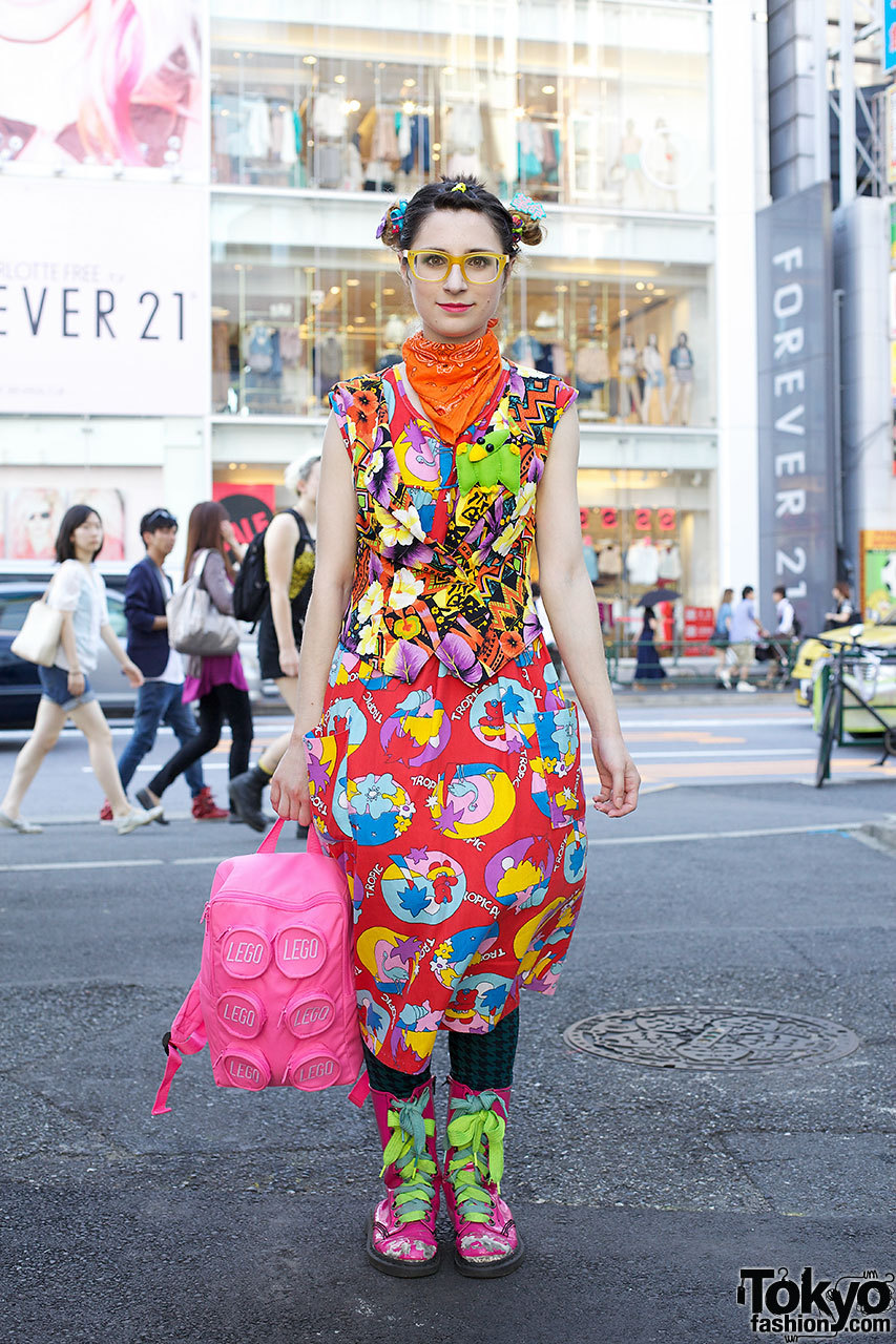 Bunka Fashion College student (and Tumblrer) Pinkysaurus Rex on the street in Harajuku w/ Body Line, Thank You Mart & 6%DOKIDOKI.