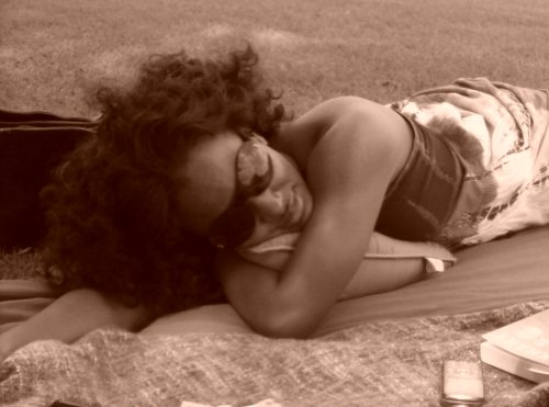 I miss soul sundays laying in the park with my bestie, snacking on fruit, feeling the wind & reading