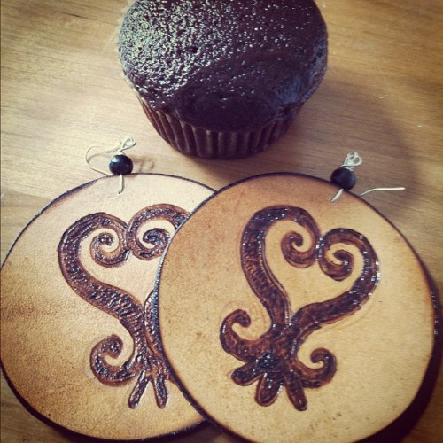 My first bday gift (the earlier the better lol), Sankofa earrings and chocolate cupcakes (6)! Thanks again my dear @ceani6 😘 I feel a fly new outfit (or new as in new creation from my closet lol) coming on the compliment this flyness 😉 (Taken with Instagram)