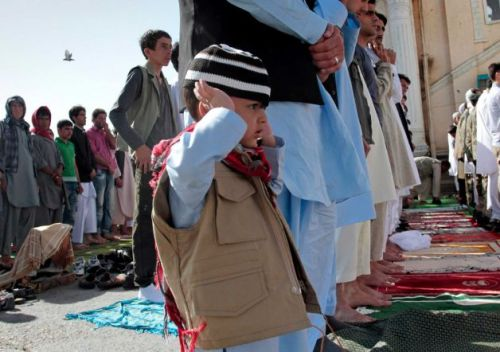 Afghans offer the Eid al-Fitr's prayers outside Shah-e- Dushamshera's mosque in Kabul, Afghanistan, Sunday, Aug. 19, 2012. Photo: Musadeq Sadeq