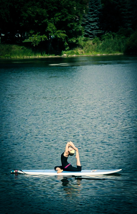 Yesterday, I was part of the video of SUP Yoga for KSF (www.ksf.ca). This is a preview for the upcoming video… can't wait to see it! Photo by Hugo Lavictoire.