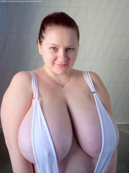 titsintops:  the bigger the titski the better