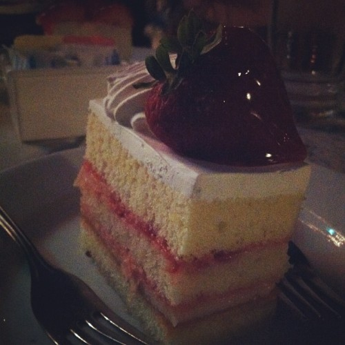 #strawberry #shortcake #cake #yum #oasiscafe  (Taken with Instagram at Oasis Cafe)