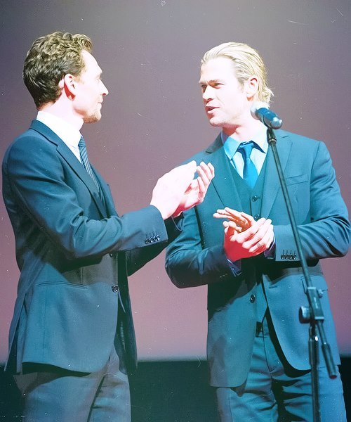 Tom Hiddleston & Chris Hemsworth  From: https://www.facebook.com/ThomasWilliamHiddlestonsFans