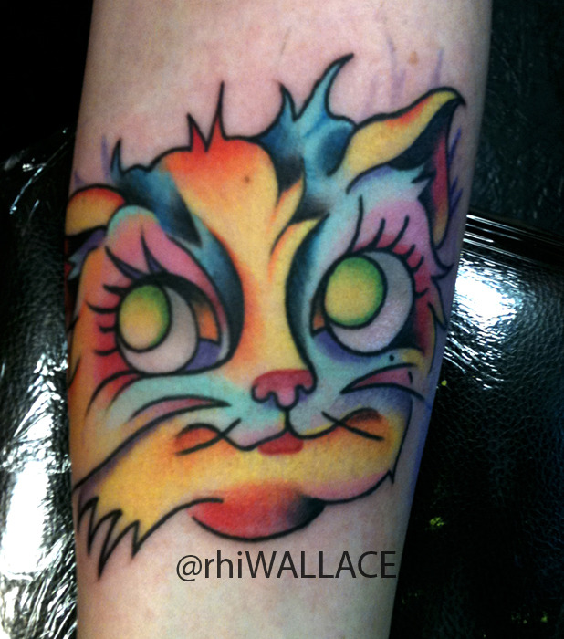 Here is a bright kitty cat tattoo i did at A PSYCHIC UNICORN ! follow me @rhiwallace -ig www.facebook.com/apsychicunicorn www.facebook.com/rhiwallace